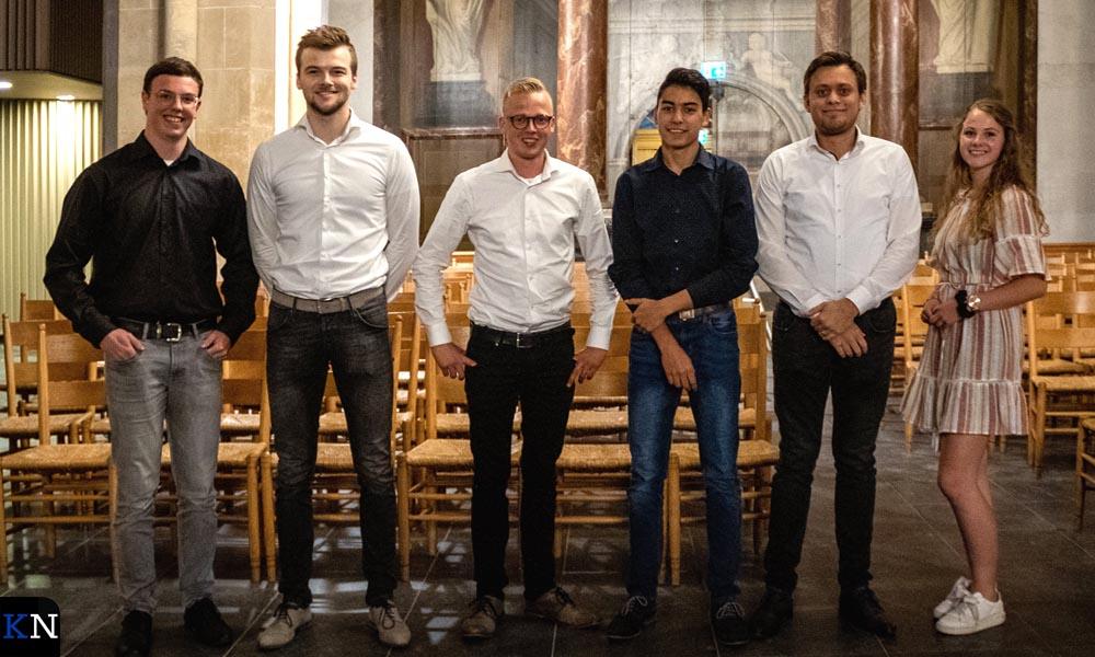 V.l.n.r. Luuk Schuurman, Christian Mussche, Herman Coster, Hermen van Arnhem, Jarne Veijer en Annemijn van der Horst. I.p.v. Jarne Veijer speelt dit jaar Rhodé de Boer.